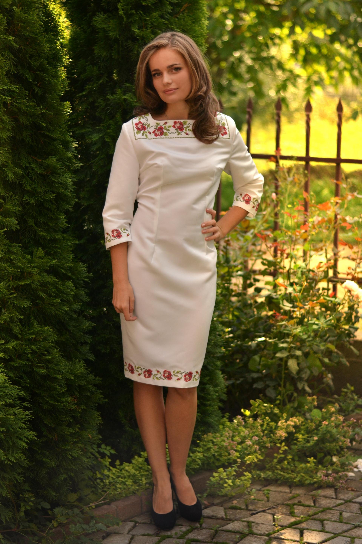 Жіночі вишиті плаття і сукні a50edbcf7ee42