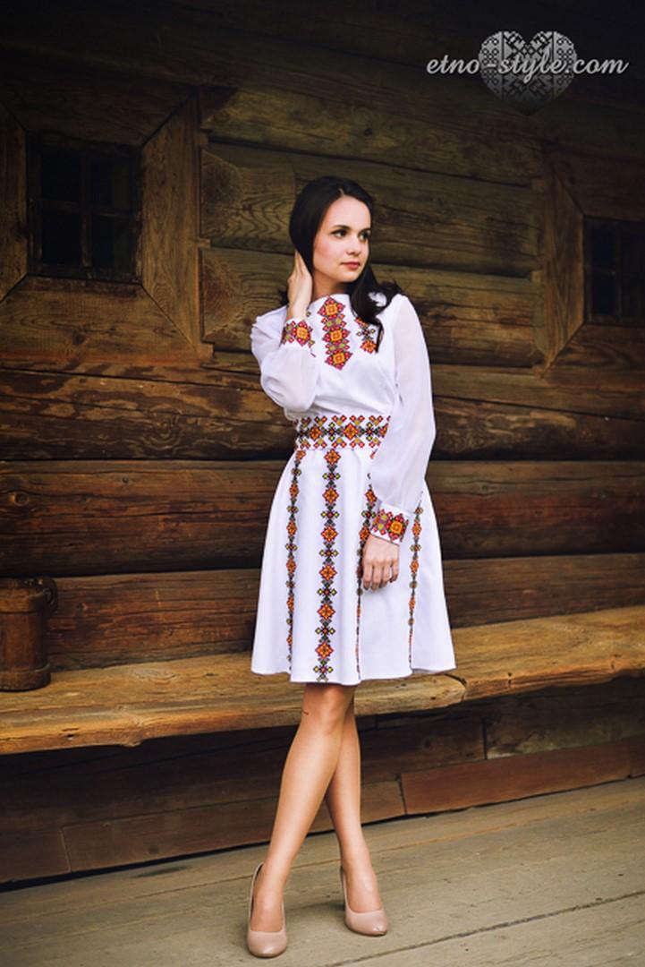 Жіночі вишиті плаття і сукні d08b07b92139d