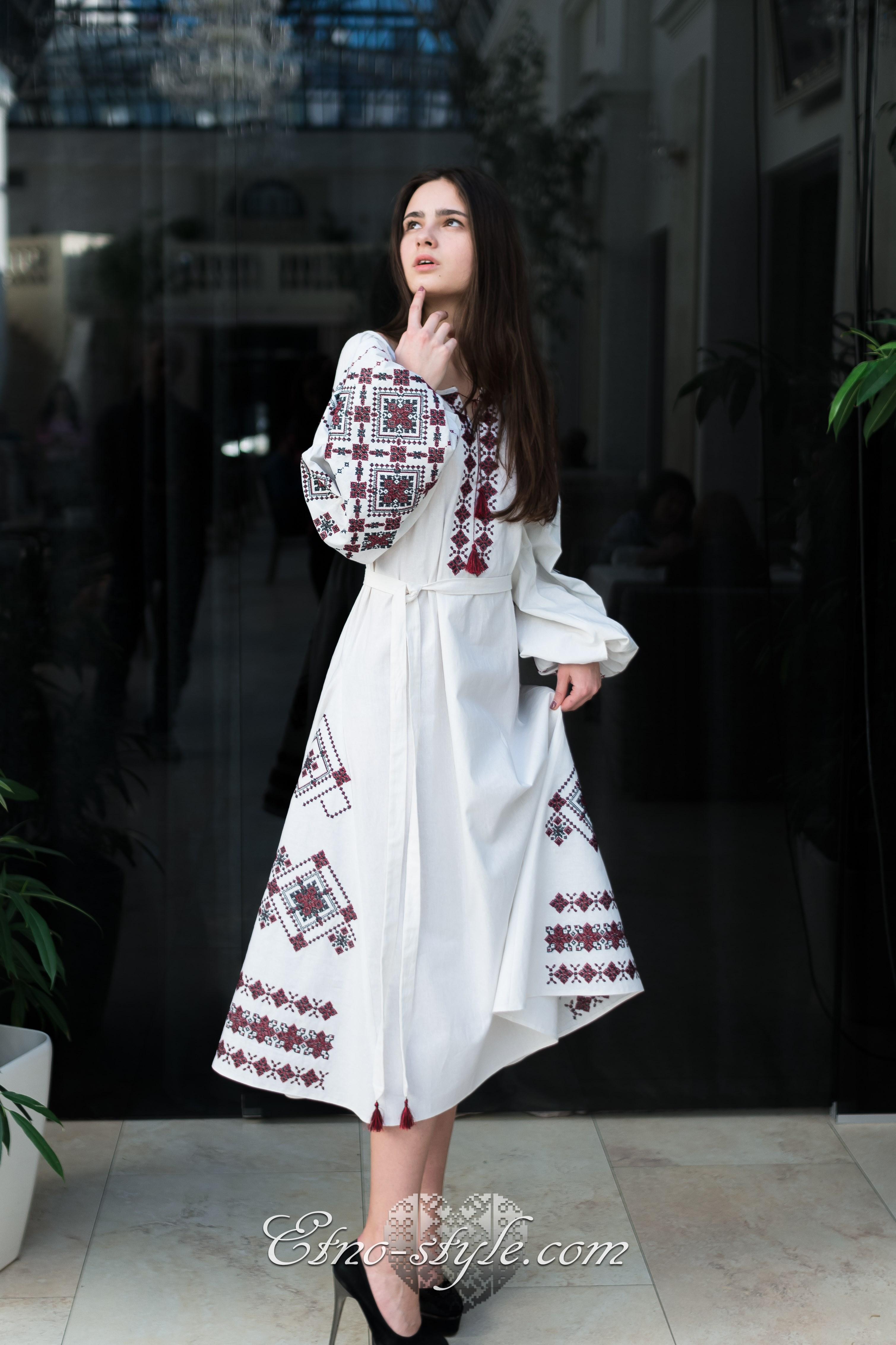 Жіночі вишиті плаття Lullaby. Знижки до 50% 7a35113d823e4